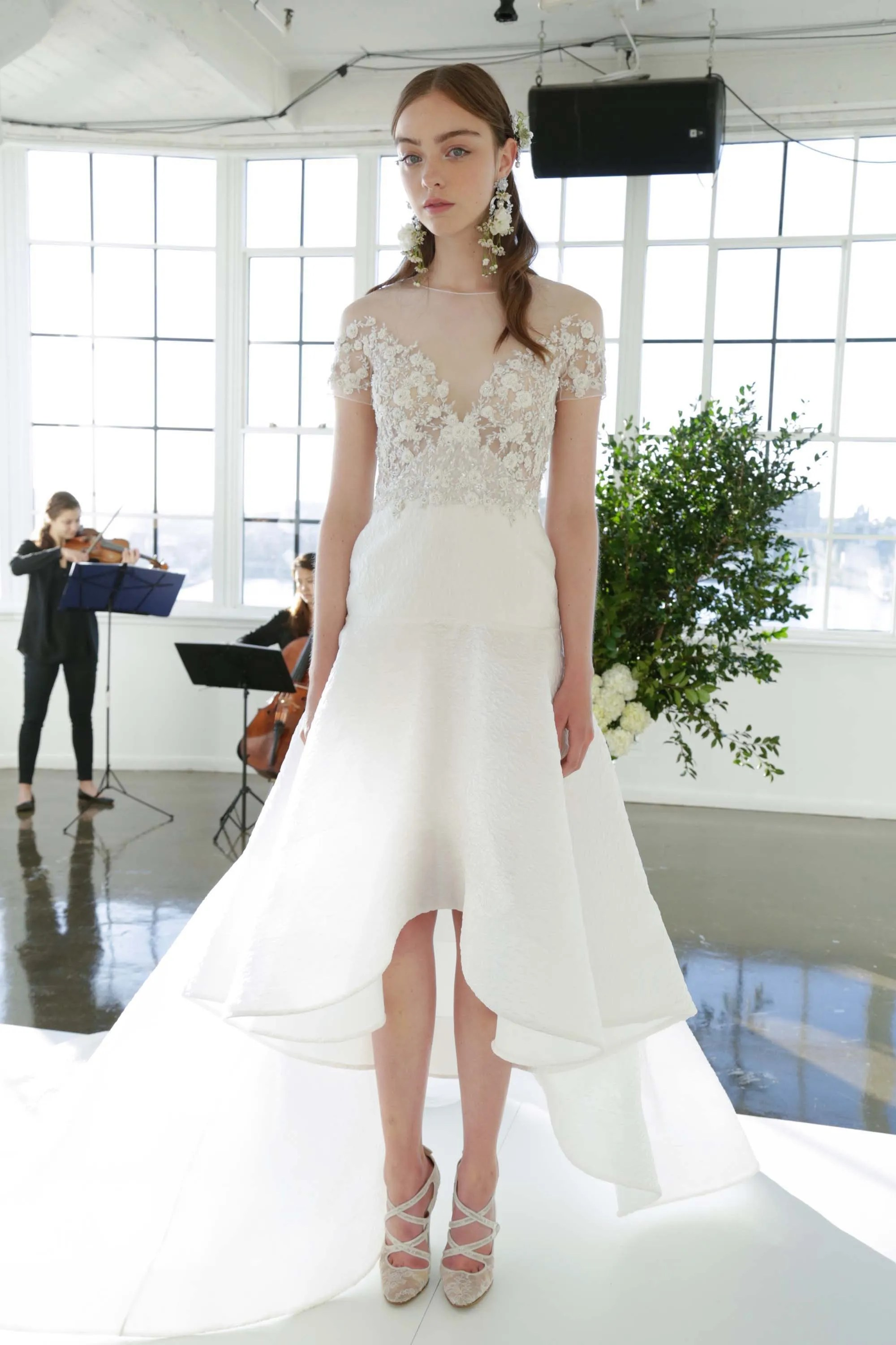 Adorable Fall Biggest Bridal Trends Vogue Wedding Dress Styles Different Body Types Wedding Dress Styles 2019 wedding dress Wedding Dress Styles