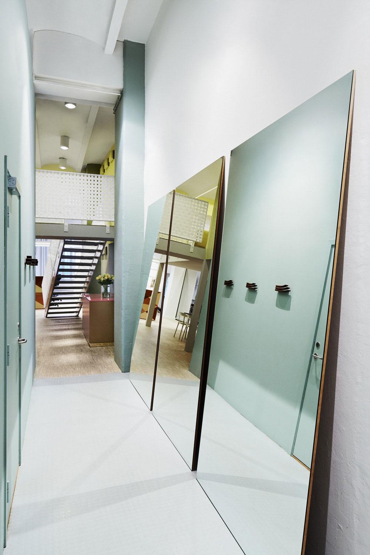 Swedish architect 39 s mer design their own stockholm office - Decoration couloir long et etroit ...