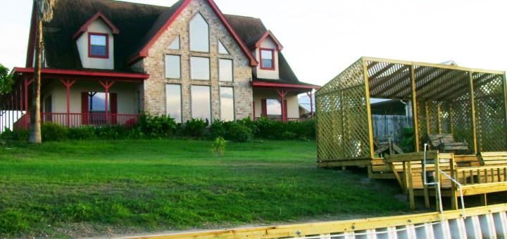 South Texas Bed and Breakfast. Fishing Arroyo City. Fishing piers in Arroyo City.