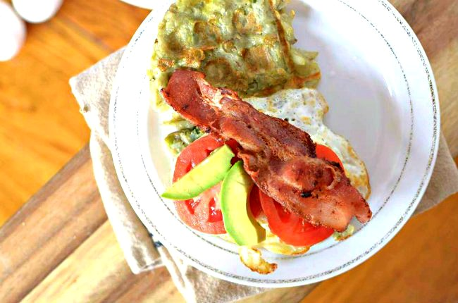 In a breakfast rut? Try this healthy Hashbrown Waffle Egg Sandwich with Avocado! Its paleo-friendly, gluten-free and grain-free!