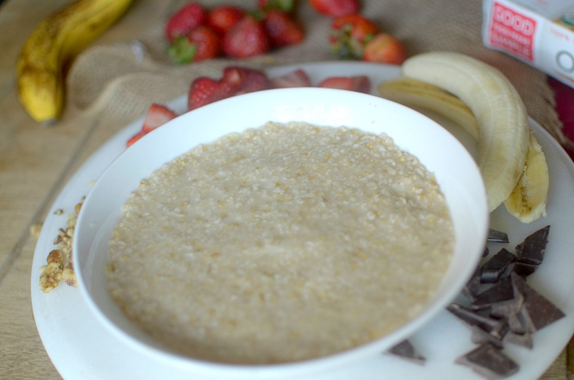 This healthy Banana Split Dessert Oatmeal is recipe that you can eat for BOTH breakfast and dessert! Very easy-to-make and gluten-free & vegan!