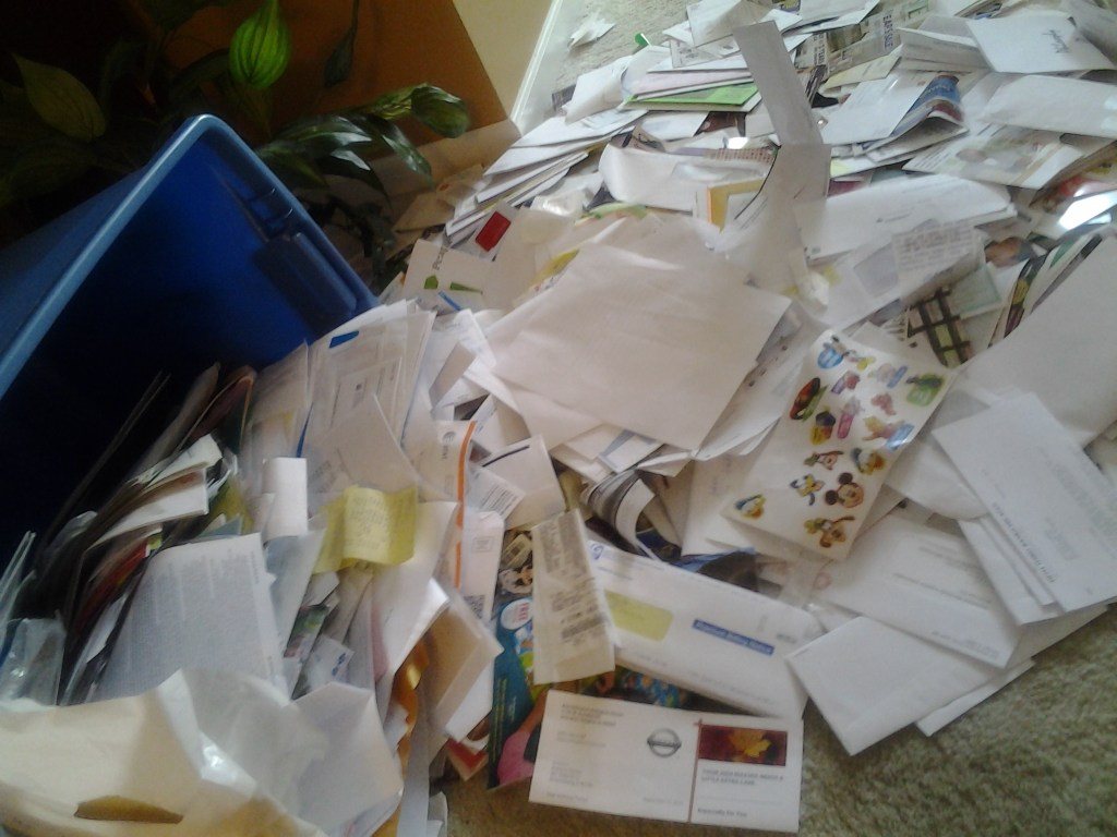 Homemaking Cleaning & Organizing Series: Taming Mail Clutter