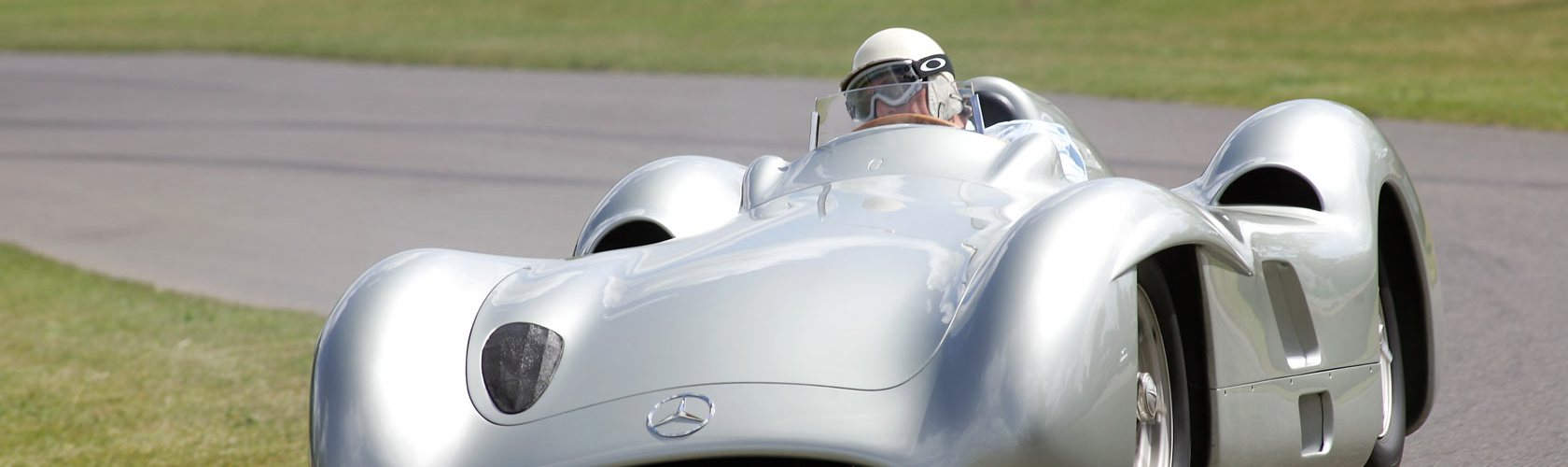 stirlingmoss_mercedes_w196_streamliner