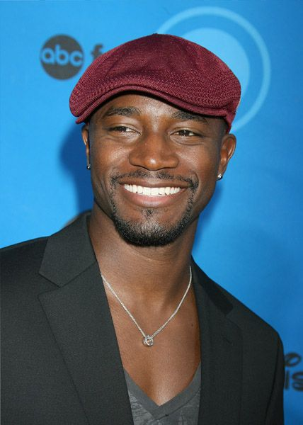 Taye Diggs is bringing the sparkle with his subtle earrings. Notice how they really go great with his casual, yet elegant outfit.