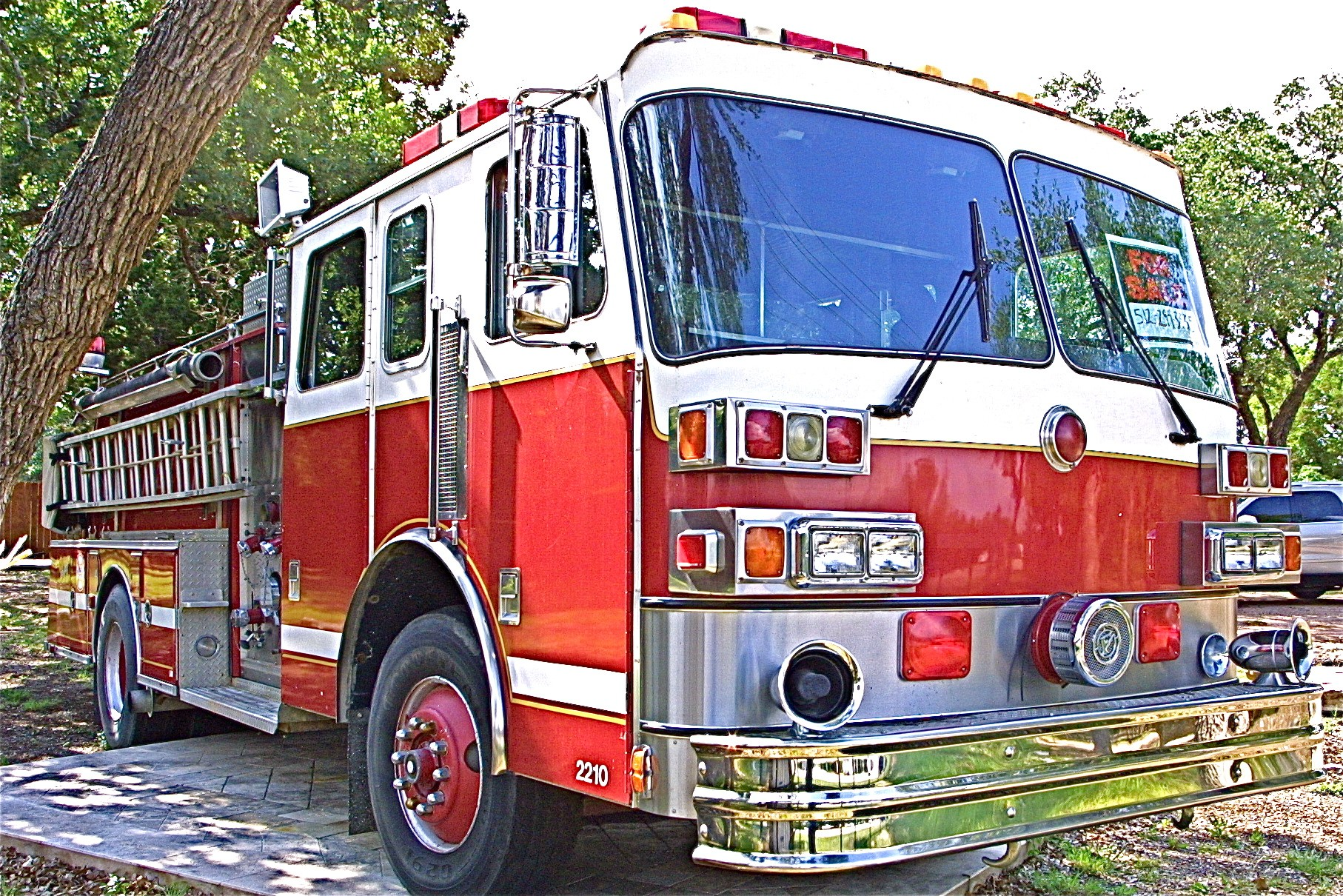 buy this large red lightly used fire truck in nw austin atx car pictures real pics from. Black Bedroom Furniture Sets. Home Design Ideas