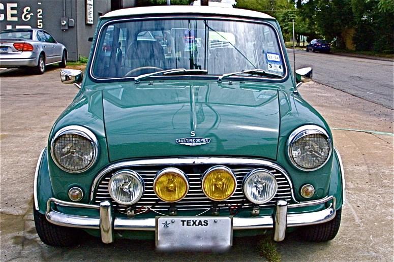 Vintage rebuilt 70s green mini cooper s at s austin for Garage austin mini