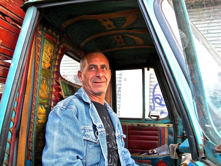 ape-3-wheel-truck-in-catania-sicily-atxcarpics-com