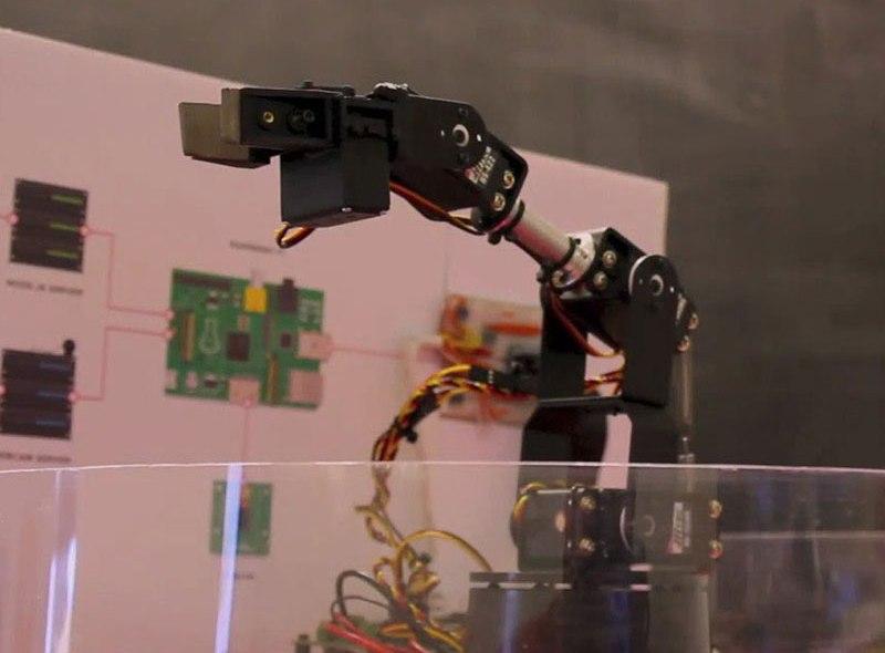 Kontroluj robota z przeglądarki