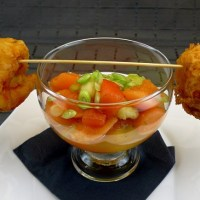 Melonencocktail mit Tempura-Curry-Garnele