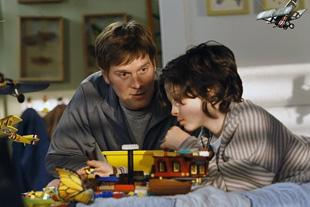 """Adam Braverman (Peter Krause)habla con su hijo  Max (Max Burkholder) en el episodio piloto de""""Parenthood"""" serie producida por NBC. (Chris Haston/NBC)"""