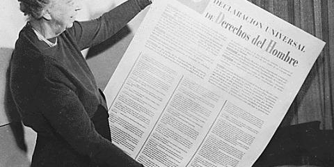 Eleanor Roosevelt y la Declaración Universal de los Derechos Humanos (Derechos del Hombre) en español.