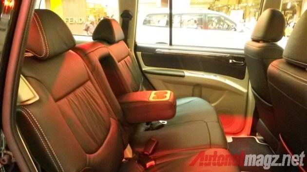 Mitsubishi Pajero Sport armrest