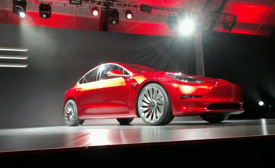 سيارة تيسلا الجديدة