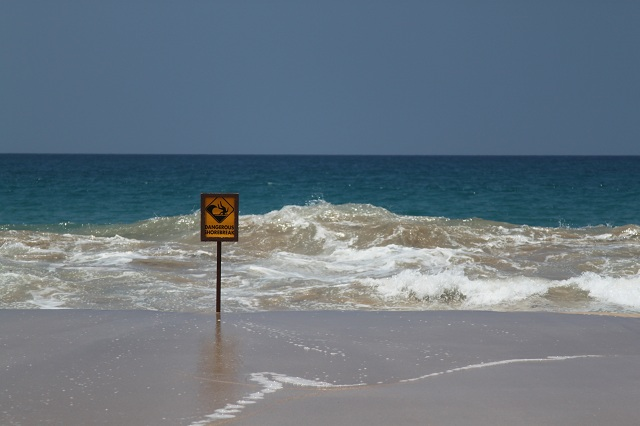 Dangerous Shorebreak at Hapuna Beach Hawaii