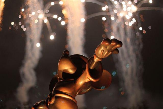Hong Kong Disneyland Mickey Statue Fireworks