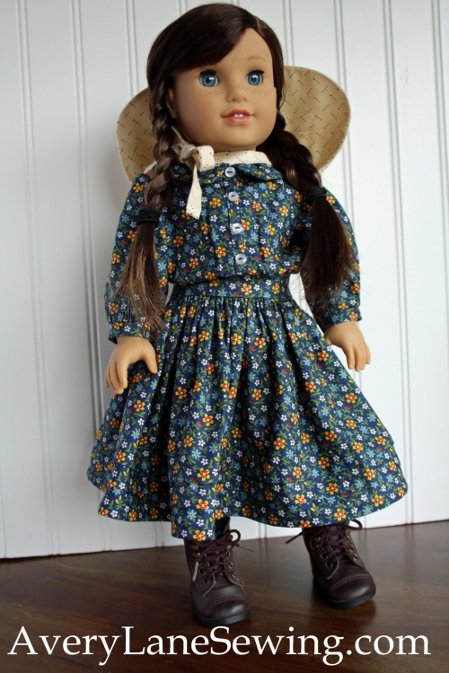 laura-ingalls-outfit-looks-like-a-laura-expression-from-the-show-pb