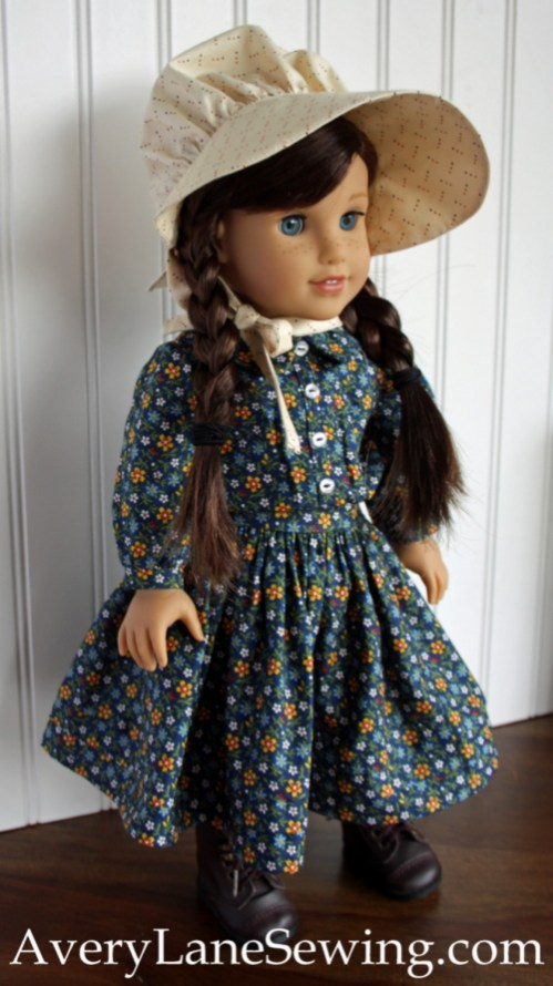 laura-ingalls-outfit-wearing-bonnet-averylanesewing