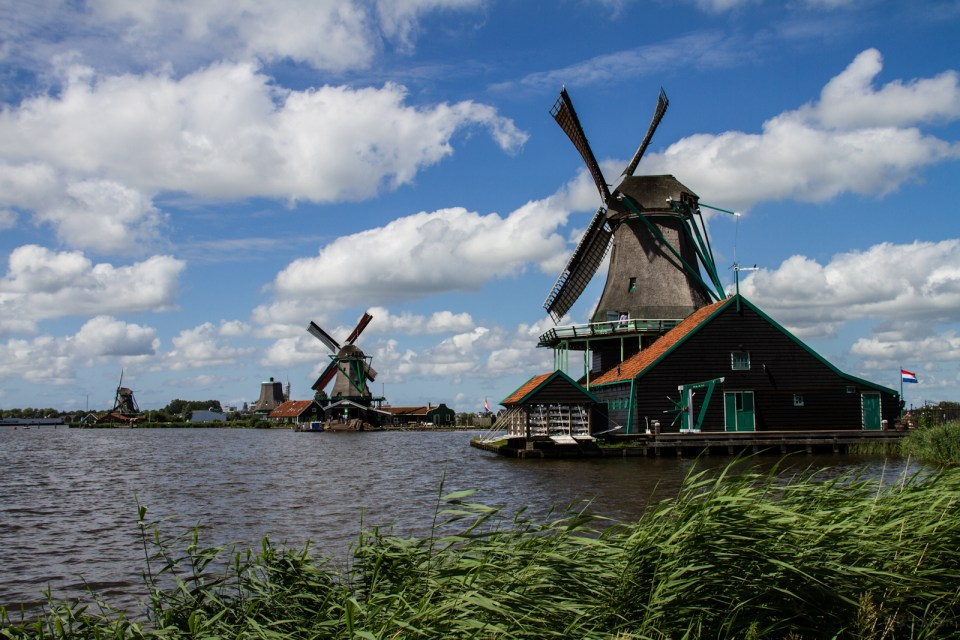 ZAANSE SCHANS WINDMILLS NEAR AMSTERDAM - DAY TRIP FROM AMSTERDAM