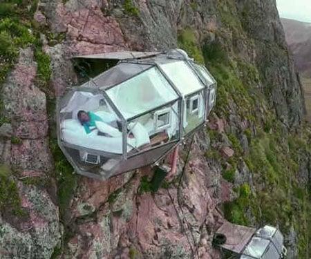 Cliffside Lodging Capsule
