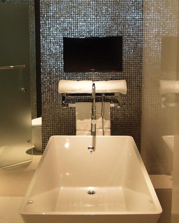 double-six-bathroom4