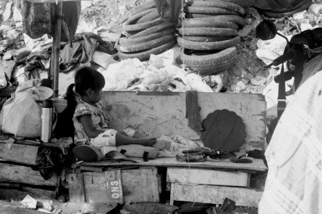 Anak kecil di TPA Benowo