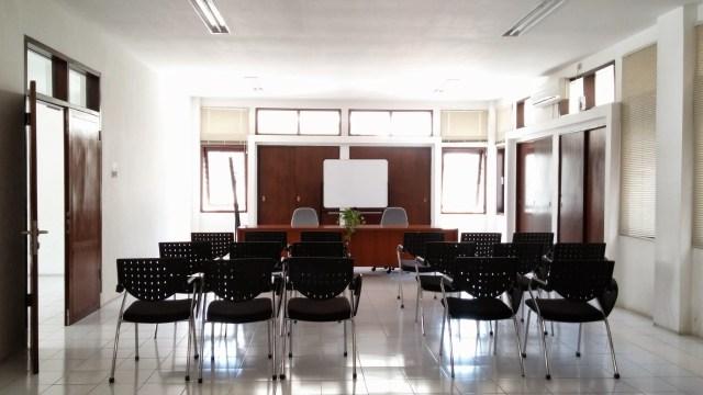 Ruang pertemuan di lantai 2 gedung sebelah. Foto: Erlin Goentoro