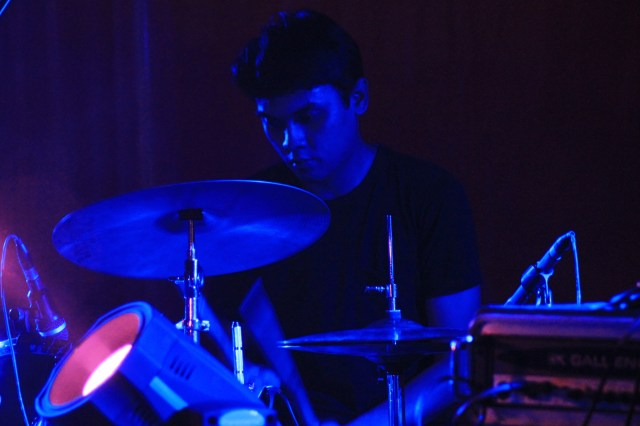A drummer and a lyricist. Fithor Faris, drummer Friday dan pencipta syair-syair lagu Friday. Foto: Debby Utomo