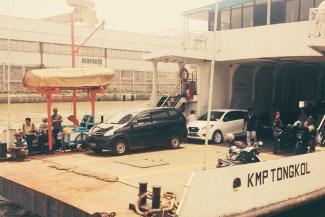 KMP Tongkol, feri rute Ujung - Kamal. Foto: Gema Swaratyagita.