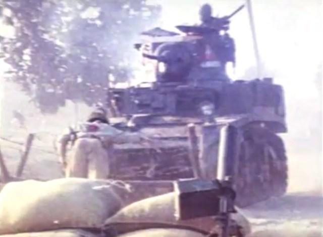 Satu dari dua Tank M3A2 Stuart peninggalan Perang Dunia Kedua yang digunakan di film.
