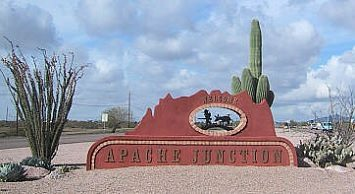 Apache Junction sign.