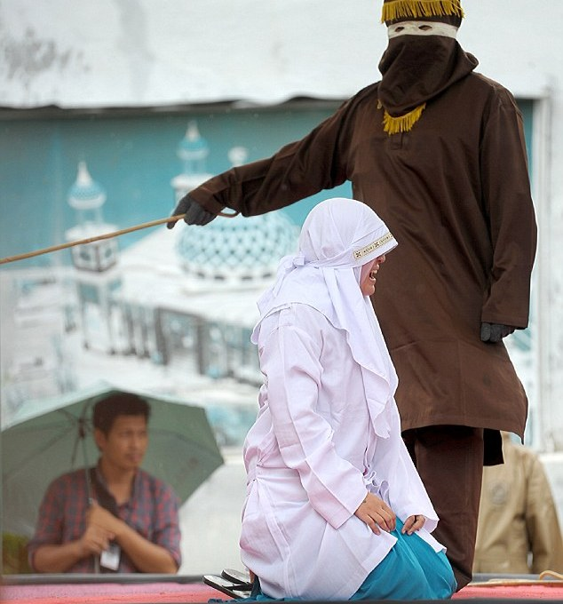 woman-flogged-indonesia