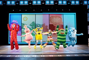 012 Jumping mk sized YO GABBA GABBA! LIVE! GET THE SILLIES OUT! Tour in Boston for 2 Performances
