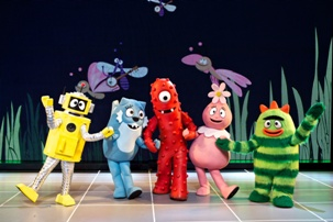 Bugs Background mk sized YO GABBA GABBA! LIVE! GET THE SILLIES OUT! Tour in Boston for 2 Performances