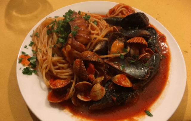 ピニャータのスパゲティー(Spaghetti alla pignata) (出典:著者撮影)