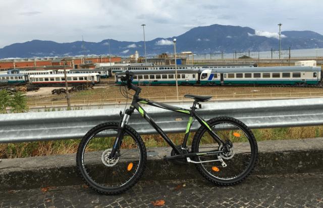 ポンペイ遺跡まで自転車で向かう途中の景色 (出典:著者撮影)