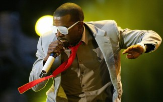 Kanye-West-performs-on-st-003