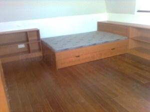 Ágy és polcsor