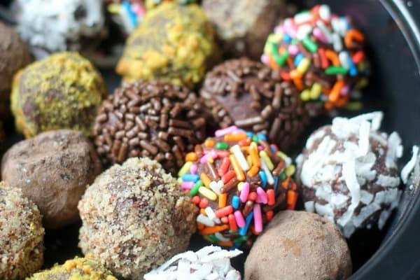 basic-chocolate-truffle-recipe-feature