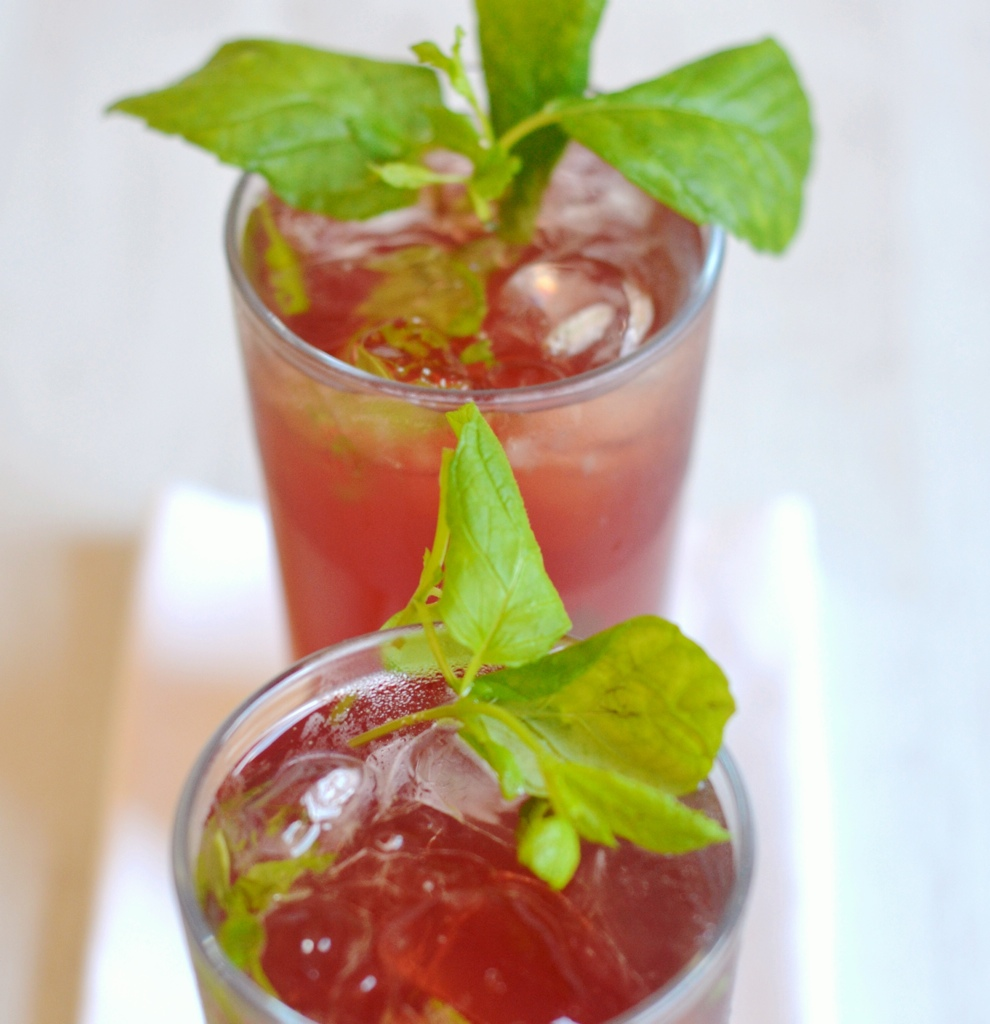 Let me just say these pomegranate mojitos tasted so good. So good i ...