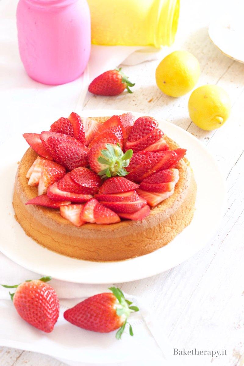 Torta morbida al limone e fragole