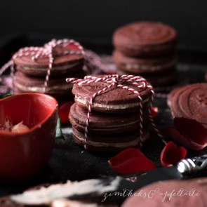 "Red Velvet Oreo Cookies | Cookie Friday with ""Zimtkeks & Apfeltarte"""