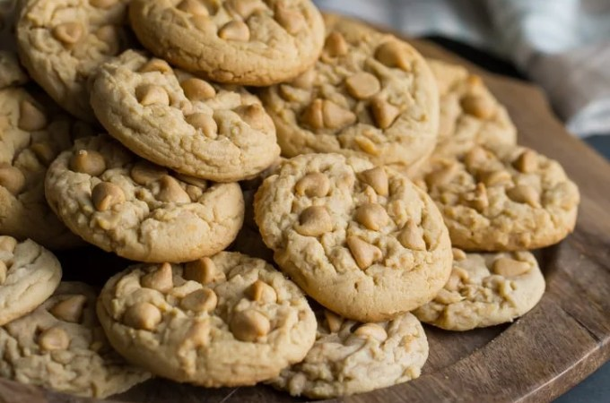 Soft Peanut Butter Cookies- basically I can never make these peanut butter cookies again because they are TOO DANGEROUS! I seriously could not stop eating them, they are so soft, comforting, and peanut butter-y!
