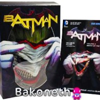 Batman: Death of the Family Mask and Book Set