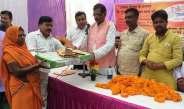 सांसद भरत सिंह ने 80 लाभार्थियों को दिया गैस कनेक्शन