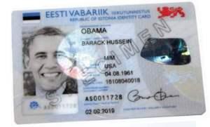 Der estnische Präsident Thomas Hendrik Ilves steckte dem amerikanischen Präsidenten Barack Obama vor Kurzem während seines Besuchs in Tallinn einen der ersten estländischen elektronischen Ausweise zu.