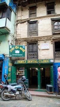 Haus auf der Zahn-Straße mit vielen Kliniken dieser Art
