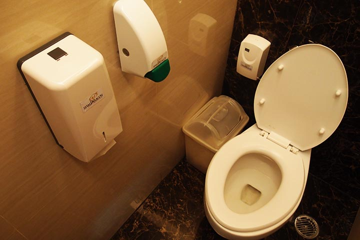 Standard toilet at Paragon Thailand