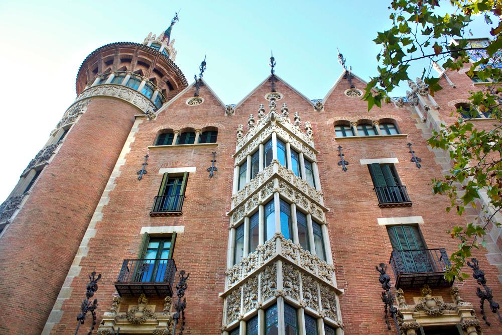 10 secrets of barcelona 39 s top modernist sights - Casa de las punxes ...