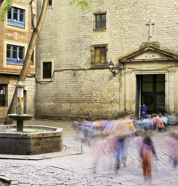 Placa-sant-felip-neri-barri-gotico-school-children-Barcelona-pictures-DSCF9292ts