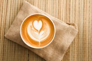 Pulse la foto para ver el gratis video que enseña la Fórmula que los Baristas Campeones usan para hacer Latte Art en todos sus Cappuccinos…